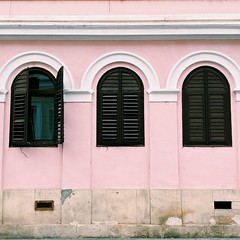 cluj (mennyj) Tags: cluj napoca romania transylvania travel work trip 2019 fall mobile iphone iphone11 architecture pink shutters building quaint black curves