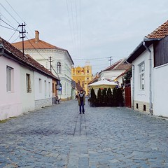 cluj (mennyj) Tags: cluj napoca romania transylvania travel work trip 2019 fall mobile iphone iphone11 me mennyj jenny cobblestone street oldtown architecture