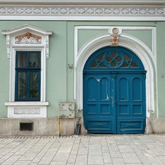 cluj (mennyj) Tags: cluj napoca romania transylvania travel work trip 2019 fall mobile iphone iphone11 green turquoise blue door architecture
