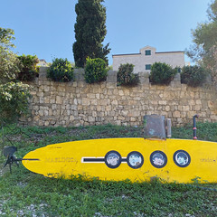 not sure (mennyj) Tags: vacation travel croatia maslinica split germany munich fall 2019 mobile iphone iphone11 europe international adriatic sea dalmatian coast yellow submarine beatles surfboard art installation