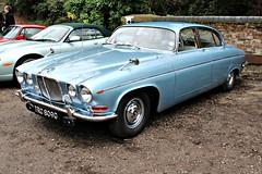 254 Jaguar 420G (1968) (robertknight16) Tags: jaguar british 1960s lyons coventry 420g jaguarmkx brooklands brooklands2016 trc809c
