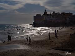 Sitges (Gatodidi) Tags: sitges catalunya cataluña barcelona playa mar atardecer sombras naturaleza natura azul cielo reflejos lansdcapes paisaje paisatge norwegian norway ng preikestolen lagos agua barco barcas olas