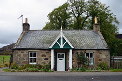 Cottage, Braemar (Neilhooting) Tags: scotland cairngorms braemar ballater aberdeen caledoniansleeper riverdee