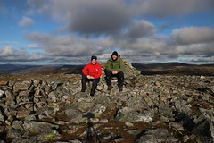 Summit Climbers (steve_whitmarsh) Tags: aberdeenshire scotland scottishhighlands highlands cairngorms landscape carnagheoidh topic