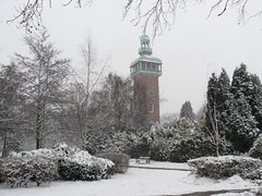 Snow In The Park. (C.F.M.) Tags: snow winter scene scenery scenic cold ice trees tree sky bench park landmark memorial carillon panasonic photo photography photograph location place view snowing snowfall land outdoor outdoors outside structure architecture design building old urban town europe european loughborough leicestershire england britain uk midlands tower attraction fz8 snowscene snowscape flickr frozen naturephotography natur landscapephotography naturelandscape landscapephoto