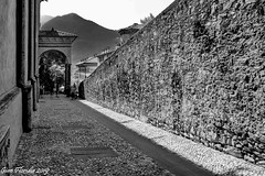 Lovere, il centro storico (Gian Floridia) Tags: bg lovere bn bw bienne centrostorico