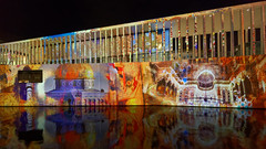 Lichterfest 2019 - James-Simon-Galerie Ⅱ (Pascal Volk) Tags: berlin mitte museumisland museumsinsel isladelosmuseos jamessimongalerie jamessimongallery lichterfest berlinleuchtet festivaloflights berlinilluminated projection nacht night noche berlinmitte spiegelung reflexion reflection reflexión reflejo réflexion wasserspiegelung reflexióndelagua waterreflection wideangle weitwinkel granangular superwideangle superweitwinkel ultrawideangle ultraweitwinkel ww wa sww swa uww uwa herbst fall autumn otoño canoneosr kupfergraben spree spreekanal fluss river río irix11mmf40 blackstone 11mm 11mmlens irixlens extremewideangle manfrotto mt055xpro3 468mgrc2 dxophotolab