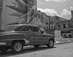Streets of Havana - Cuba (IV2K) Tags: havana habana lahabana cuba cuban kuba cubano caribbean blackandwhite bw trix kodaktrix kodaktrix400 trix400 mamiya mamiya7 mamiya7ii mediumformat 120 120film film filmphotography ishootfilm istillshootfilm vintage vintagecar