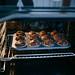 Hausgemacht Muffins mit Schokosplittern im Ofen
