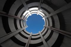 Blue Sky (michael_hamburg69) Tags: braunschweig niedersachsen lowersaxony parkhaus spindel parkspindel architektur archtecture parking lot car park garage deck parkade schuhstrasse karstadt schuhstr