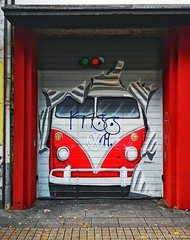 Garage door  Cologne ... with Huawei P20 Pro (Mike Reichardt) Tags: architecture architektur grafitti cologne colorful colors köln streetphotgraphy streetart muralart wallart