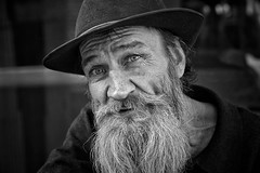 richard (gro57074@bigpond.net.au) Tags: richard bw white black portrait posed street streetportrait man beard sydney martinplace cbd october2019 posedportrait monochrome monotone mono monochromatic nikon d850 tamron 2470mmf28 70mm f50 conversation homelessness life blackwhite eyes bwworldwithnikon