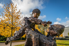 Worker's memorial St. Helens (Steve Samosa Photography) Tags: england unitedkingdom sthelens sculpture art heritage bronzestatue merseyside worker's worker'smemorialsthelens autumn autumnleaves autumncolours