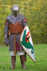 Guerrier (Phil du Valois) Tags: guerrier médiéval moyenage armure cottedemailles épée arme féodal féodalité incognito casque combat bouclier écu