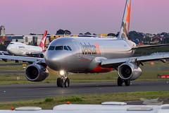 VH-VFT JQ A320 16L YSSY-8446 (A u s s i e P o m m) Tags: sydney newsouthwales australia jetstar jetstaraustralia ja airbus a320 syd yssy sydneyairport