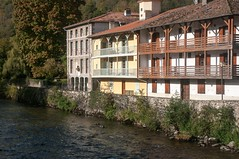 Seix (Ariège) (PierreG_09) Tags: seix ariège pyrénées pirineos couserans occitanie midipyrénées maison village balcon coursdeau rivière salat
