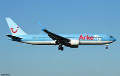 Arkefly Boeing 767-304(ER)(WL) PH-OYE (RuWe71) Tags: arkefly ortfl thenetherlands holland boeing boeing767 b767 b763 b767300 b767300er b767304 b767304er b767304erwl boeing767300 767300er boeing767300er boeing767304er boeing767304erwl phoye cn28979691 tui tuigroup amsterdamschiphol amsterdamschipholairport schiphol schipholairport schipholamsterdam ams eham widebody twinjet engines winglets clearsky bluesky landing