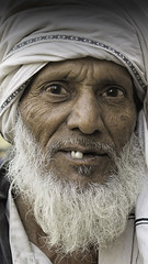 Smile on Sunday (Renate Bomm) Tags: adult bart grau inder india indien mann men mensch people portrait renatebomm samyangaf35mmf28 sonyilce6000 turben zähne