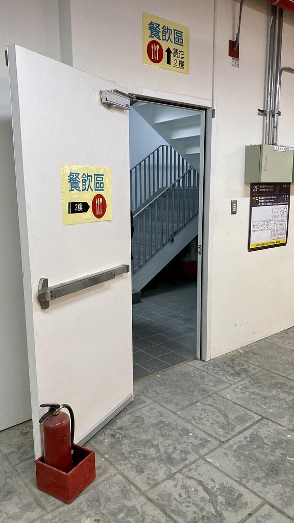 南門中繼市場室內樓梯
