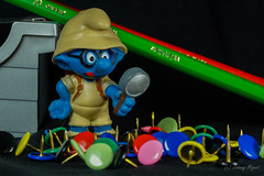 Stationery (johnny.mignot) Tags: blue bleu smurf blau stationery schlumpf stroumpf macromondays color macro pencil couleurs sony makro 90mm lupe blo loupe punaise farbstift vergrösserungsgals explorer sunday explore individu a6000 creative tabletop pitufo