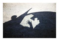 _K003449 (Jordane Prestrot) Tags: ♎ jordaneprestrot fuerteventura elcotillo ombre shadow sombra car voiture coche main mano hand silhouette silueta