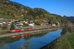 Vectrons entlang der Salzach (C.Vitzthum) Tags: öbb 1293 193 vectron 1144 güterzug pinzgau herbst spiegelung salzach