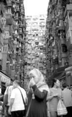 Little Monster Building (von Calven Lee) Tags: leica leicam6 m6 kodak100tmax rollfilm candid blackandwhite blackwhite bw summilux 11871 steelrim 35mm