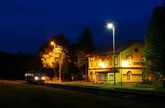 810.561 (michaelketzenberg) Tags: osek osekměsto train trains railway rail railroad railbus night trainstation station railwaystation čd810 čd českédráhy železnice eisenbahn moldavskádráha moldava 810561 čd810561 8105611 railcar triebwagen krabička