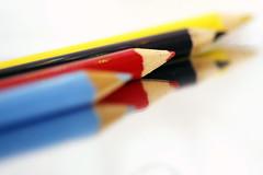 Color Stationery (Christian Chene Tahiti) Tags: canon 6d macromondays macro hmm crayon pencil couleur coloré multicolore crayondecouleur stationery macrolens miroir reflet reflection polynésie jaune bleu noir blanc rouge tahiti paea bokeh