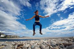 Aterrizando en este vil planeta llamado Tierra (lagunadani) Tags: altea retrato flying landing jumping salto saltando samsung galaxy s10