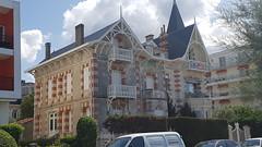 Royan - Balade dans le Parc et l'Oasis - Villa Le Cygne (larsen Detdl) Tags: france royan baladedansleparcetloasis artnouveau architecturebalnéaire villa cottage patrimoine