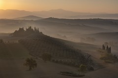 *Golden hour at the Podere Belvedere* (Albert Wirtz @ Landscape and Nature Photography) Tags: albertwirtzphotography albertwirtz fineartphotography landscapefineart landscape paesaggio paysage campo campagne campagna italy italien italia toscanapoetica toscana toskana sunrise sonnenaufgang nature natur natura paisaje goldenestunde goldenlight goldenautumn goldenhour tuscany valdorcia pienza sanquiricodorcia poderebelvedere fattoriabelvedere belvedere zypressen cipressi cypress tree baum nebbia nebel bruma brume broillard mist fog nikon d810