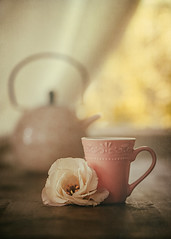 An autumn afternoon (Ro Cafe) Tags: stilllife tea teapot cupoftea flower lisianthus window table wood autumn bokeh homely athome textured nikkor105mmf28 sonya7iii