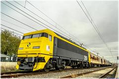 Tren de los 80 en Alcázar (440_502) Tags: gata montés gato tren de los 80 ochenta gachas alcázar san juan aafm aaf madrid asociación amigos del ferrocarril japonesa taxi renfe