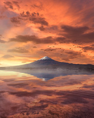 Sunrise at Lake Kawaguchi (muuu34) Tags: musashi sakazaki fuji mt mount fujisan sunrise reflection skyporn landscape japanese iconic epic lake kawaguchi yamanashi kawaguchiko 富士山 山梨 河口湖 日の出 風景