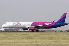 HA-LXW   Wizz Air   Airbus A321-231(WL)   CN 7947   Built 2017   VIE/LOWW 05/04/2019 (Mick Planespotter) Tags: aircraft airport 2019 airbus a321 spotter aviation avgeek plane planespotter planet aeroplane halxw wizz air a321231wl 7947 2017 05042019 vie loww schwechat wien vienna flughafen
