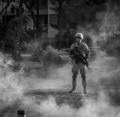 Señor, ruega por nosotros, Santiago de Chile furioso (Mario Rivera Cayupi) Tags: streetphotography fotografíadecalle fotografíacallejera streetphotographyinchile santiagodechile protest angry furia blancoynegro blackandwhite bw canong5x oneinchsensor sensordeunapulgada