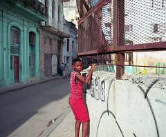 Streets of Havana - Cuba (IV2K) Tags: havana habana lahabana cuba cuban kuba cubano caribbean habanavieja centrohavana mamiya mamiya7 mamiya7ii mediumformat 120 120film film filmphotography kodak kodakektar ektar kodakfilm ishootfilm istillshootfilm staybrokeshootfilm