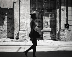 Streets of Havana - Cuba (IV2K) Tags: havana habana lahabana cuba cuban cubano d76 mediumformat 120 120film trix kodaktrix kodakfilm kodak mamiya mamiya7 mamiya7ii habanavieja centrohavana blackandwhite bw ishootfilm istillshootfilm