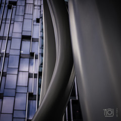 Strange architecture - Singapore (Paul Perton) Tags: fuji singapore xh1 zeiss35mmf14distagon building city columns glass reflection square street streetphotography urban
