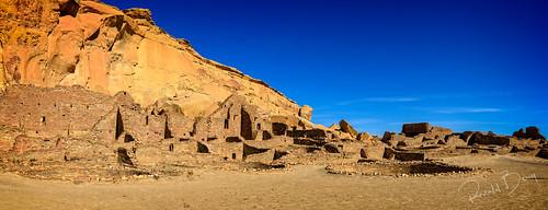 Panorama of Pueblo Bonita with 650 rooms and 40 kivas