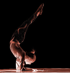 Circus (Zoom in please) - contortionist in action (Franck Zumella) Tags: cirque circus spectacle acrobat acrobate dark darkness dim light woman rome roma artiste vol fly artistique grace aerialist 2470 tamron f28 28 서커스 马戏团 contortionist contortioniste artist red rouge