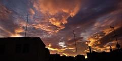 Amanecer antenero (enrique1959 -) Tags: nwn amanecer nubes bilbao vizcaya españa europa euskadi paisvasco antena martesdenubes