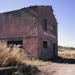 (ADMurr) Tags: italy italia sicily sicilia 2018 abandoned fuji chrome slide film 6x6 square rolleiflx 35 e zeiss planar dad 623