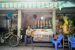 selling coffee (kuuan) Tags: voigtländerheliarf4515mm manualfocus mf voigtländer15mm aspherical f4515mm superwideheliar apsc sonynex5n saigon hcmc vietnam market stall street dafe coffee càphê