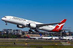 VH-ZNI QF B789 16R YSSY-8679 (A u s s i e P o m m) Tags: sydney australia newsouthwales boeing qantas qf b789 qf7879 syd sydneyairport yssy