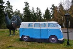 tiur og telt (KvikneFoto) Tags: nikon1j2 telt tent skulptur sculpture øverengsmoen tiurenkrohotell