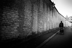Along the wall (Sandy...J) Tags: atmosphere atmosphäre architektur architecture blackwhite bw city deutschland fotografie germany photography monochrom noir urban fuji xt100 walking walk wall mauer street streetphotography sw schwarzweis strasenfotografie stadt stimmung mood