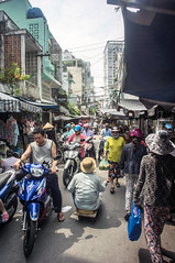 (kuuan) Tags: poor begging voigtländerheliarf4515mm manualfocus mf voigtländer15mm aspherical f4515mm superwideheliar apsc sonynex5n saigon hcmc vietnam street market handicapped
