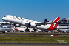 VH-ZNI QF B789 16R YSSY-8677 (A u s s i e P o m m) Tags: sydney newsouthwales australia boeing syd qantas qf b789 qf7879 sydneyairport yssy